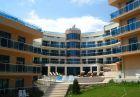 До 25.08 в Обзор, хотел Аквамарин - на 100 м. от плажа! Нощувка със закуска за ДВАМА + басейн, чадър и шезлонг на плажа, снимка 1
