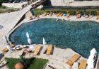 Нощувка на човек със закуска и вечеря + минерален басейн, сауна и парна баня в хотел Петрелийски, Огняново
