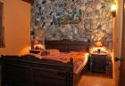 Нощувка на човек със закуска и вечеря + джакузи, сауна и парна баня в Комплекс Карина, Велинград, снимка 4