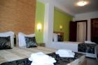 Нощувка на човек + закуска, вътрешен басейн и Уелнес пакет в Хотел Грийн Хисаря