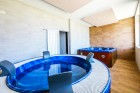 Нощувка на човек със закуска + джакузи, сауна и парна баня за 29 лв. в НОВИЯ Ментор Ризорт до Гоце Делчев