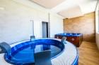 Нощувка със закуска за 4-ма в самостоятелна къщичка + ползване на джакузи, сауна и парна баня в Ментор Ризорт до Гоце Делчев