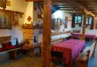 Нощувка на човек със закуска и вечеря в Къща-хан Чардака, Добринище