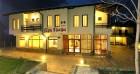 Нощувка на човек със закуска и вечеря в хотелски комплекс при Графа, край язовир Жребчево