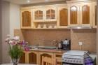 Нощувка на човек със закуска и вечеря в къща за гости Джули, Сапарева баня