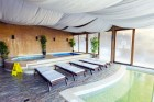 2 или 3 нощувки на човек със закуски + басейн с минерална вода и релакс център в Комплекс Форест Глейд, Пампорово