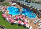 Великден в Сапарева баня! 3 нощувки на човек със закуски и вечери, едната празнична в Комплекс Бора Бора + минерален басейн и СПА в Аква клуб Котвата