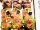 Ароматни, маслени Кроасанчета  и мини сандвичи в 5 плата аранжирани и декорирани за директно сервиране + безплатна доставка за гр. София от от Кулинарна работилница Деличи, София