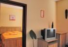 Две нощувки на човек с изхранване по избор + джакузи с минерална вода от хотел Витяз Хаус, Велинград