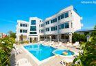 Лято в Лозенец на ТОП ЦЕНИ! Нощувка на човек със закуска и вечеря + басейн в хотел Ариана.