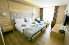 8-ми март в хотел  Роял Гранд**** Каварна! 2 нощувки на човек на база All Inclusive + минерален басейн и СПА пакет