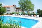Нощувка на 150м. от морето + закуска, обяд и вечеря на човек + басейн в хотел Жасмин, Бяла, снимка 3