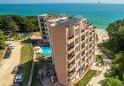 Лято 2019 на ПЪРВА линия в Обзор! Нощувка на човек със закуска, обяд и вечеря + басейн + чадър и шезлонг на плажа от хотел Морето