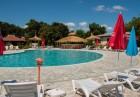 Лято в хотел Кремиковци, на 1-ва линия в Китен! Нощувка на човек със закуска + басейн, шезлонг и чадър