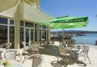 Нощувка на човек със закуска + чадър и шезлонг на плажа от хотел Марина*** на ПЪРВА ЛИНИЯ в Китен