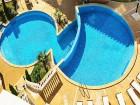 Нощувка на човек със закуска + вътрешен и външен басейн в Клиф Бийч и СПА Ризорт, на първа линия в Обзор, снимка 3