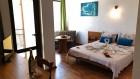 Нощувка на човек със закуска или със закуска и вечеря + 1 час разходка с ЯХТА от Семеен хотел Зонарита, Приморско