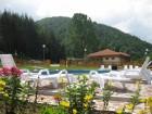Нощувка в самостоятелни къщички за 8 човека + басейн в Комплекс Орлова скала край Етрополе - с. Лопян, снимка 1