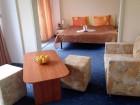 На първа линия в Златни Пясъци. Нощувка на човек със закуска и вечеря + напитки + басейн в хотел Журналист