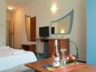 Нощувка на човек със закуска и вечеря + басейн в семеен хотел М2, Приморско
