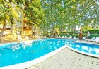Нощувка на човек със закуска и вечеря + 2 басейна в хотел Сънрайз, Приморско, снимка 2