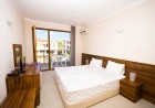 Нощувка със закуска на човек + басейн в хотел Парадайс Бей, Созопол