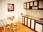 Наем на самостоятелна къща за до 28 човека с ползване на механа и  релакс център в къща за гости Ела, Банско
