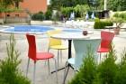 Нощувка на човек със закуска и вечеря + басейн в Апартаменти Голдън Хаус, Златни пясъци