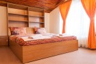 Нощувка за 8, 16 или 24 човека в 3 уютни еднофамилни къщи Краси край язовир Батак