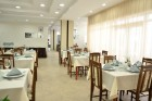 Нощувка на човек със закуска и вечеря в Хотел Глициния***, Златни Пясъци