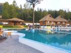 На плаж в Сапарева Баня! Вход за минералните басейни + шезлонг и чадър в Комплекс Бора Бора, снимка 2
