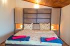 Нощувка за 8, 16 или 24 човека в 3 уютни еднофамилни къщи Краси край язовир Батак, снимка 17