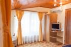 Нощувка за 8, 16 или 24 човека в 3 уютни еднофамилни къщи Краси край язовир Батак, снимка 15