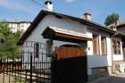 Нощувка за 11+1 човека + собствена механа и зала за репетиции в къщи Пеневи в Трявна, снимка 1