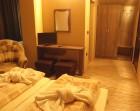 Зимна почивка в Добринище! Нощувка на човек със закуска и вечеря + парна баня от къща за гости Стойчевии