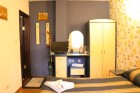 Нощувка за 10 възрастни и 2 деца или 12 възрастни и 4 деца + механа в къща Плевнята в центъра на Банско