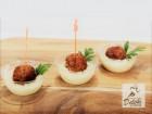 150 броя аранжирани, коктейлни сладки и солени хапки от Кулинарна работилница Деличи, София