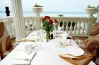 Ранни записвания за море 2020 на 1-ва линия в Елените! Нощувка на база All Inclusive + басейн и шезлонг и чадър на плажа в хотел Роял Бей**** Дете до 12г. - БЕЗПЛАТНО, снимка 4
