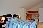 Нощувка за 6 или 12 човека + басейн и трапезария в комплекс Петрови вили в Рибарица, снимка 18