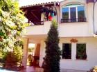 Нощувка за 9 човека + трапезария и барбекю в къща Дискрет в Рибарица, снимка 1