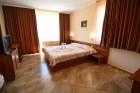 Нощувка със закуска на човек + сауна от Семеен хотел Йола, Чепеларе, снимка 3