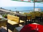 През Юни на първа линия в Равда. 7 нощувки в стая с изглед море със закуски и вечери на човек в семеен хотел Блян, снимка 4