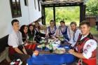 Фолклорен уикенд в Боженци! 2 нощувки със закуски и празнична вечеря + фотосесия с носии от Парлапанова къща, снимка 5