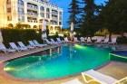Лято 2020 в Златни Пясъци на 80 метра от плажа! Нощувка на човек със закуска + басейн в Хотел Роял Бийч, снимка 11