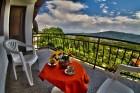 Нощувка за до 11 човека + сезонен басейн, механа, барбекю и просторен двор в къща Крисиели край Кюстендил - с. Горна Брестница, снимка 14