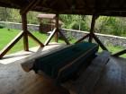 Нощувка за 12 човека + просторен двор, детски кът и барбекю в къща Край потока в Крушуна, снимка 14