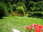 Нощувка за 5 човека + лятно барбекю с навес, голяма градина и детски кът в къща Ломар край Калофер, снимка 15