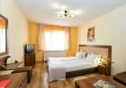 Нощувка със закуска за ДВАМА в семеен хотел Вила Санта Мария, Цигов Чарк на брега на яз. Батак, снимка 2