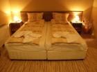 Нощувка на човек със закуска и вечеря + парна баня и джакузи от къща за гости Стойчевии, Добринище, снимка 4