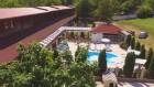 Нощувка за до 14 човека + външен басейн в Комплекс Манастирски Чифлик, до Свищов, снимка 3